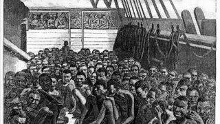 アフリカ西海岸で船に積み込まれた黒人奴隷のイラスト(ThoughtCo.)