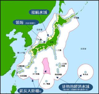 ①日本の海洋管轄海域。白抜き部分が排他的経済水域(海上保安庁)