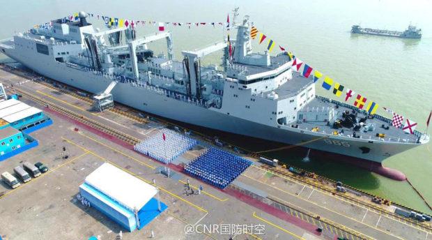 中国の新型総合補給艦「呼倫湖号」(CNR国防時空)