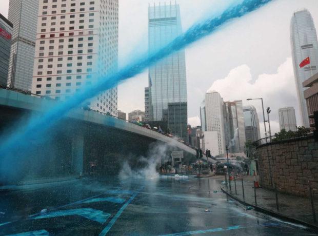 青い水の放水(ネットより)