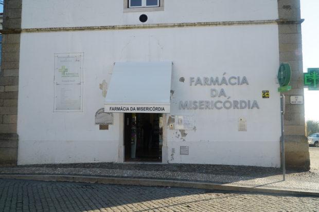 ポルトガル・アレンテージョ地方モンテモール・オ・ノーヴォ町にある、ミゼリコルディア運営の薬局。