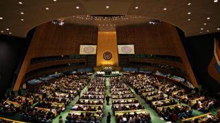 国連総会会議場(出典: ウィキペディア)