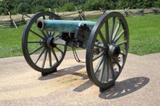 市民戦争で力を発揮したナポレオン砲(civilwaracademy.com)