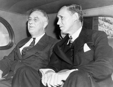 車中のローズヴェルトとハリー・ホプキンス(US Library of Congress, September 1938)