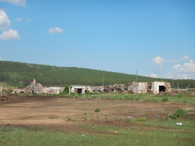 コルホーズがあった頃の牛舎の跡