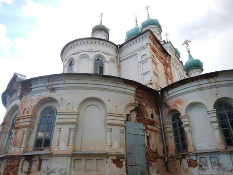 道中、偶然見つけた教会。19世紀の建物で、国の文化財にも指定されている