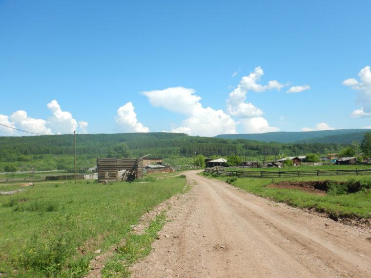 ワラビヨバ村へと向かう道