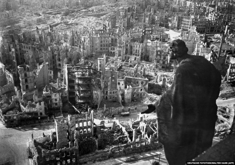 空爆で廃墟となったドレスデン(AFP)