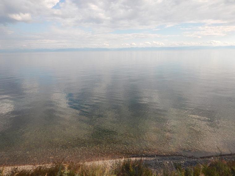 バイカル湖。深さだけでなく、水の透明度も世界一を誇るが、近年は汚染が進み、問題視されている