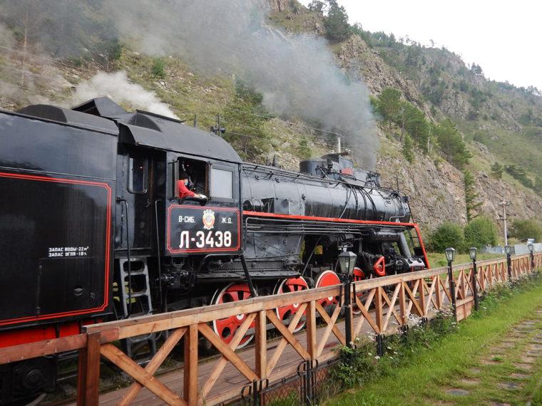 観光用の蒸気機関車。乗車には予約が必要