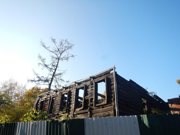 焼けた建物の二階部分(筆者が目撃した火事の起きた家とは別)