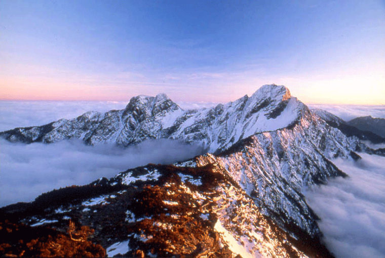 台湾の最高峰・玉山(ツォウ語でパトゥンクオヌ/写真は台湾観光局より)