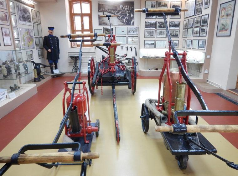 帝政時代の手動消防車(イルクーツク消防博物館の展示品)
