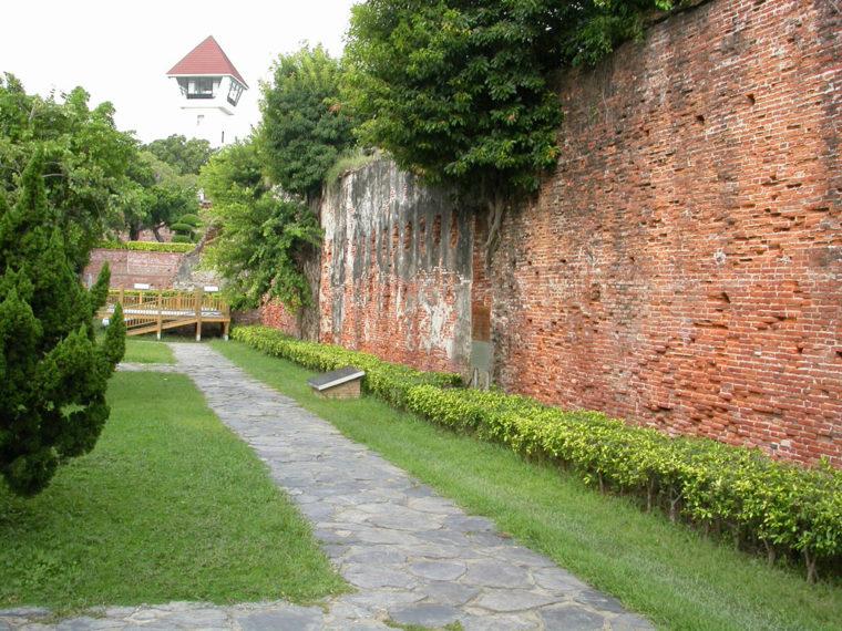 安平古堡に残るオランダ統治時代のレンガの壁(筆者撮影)