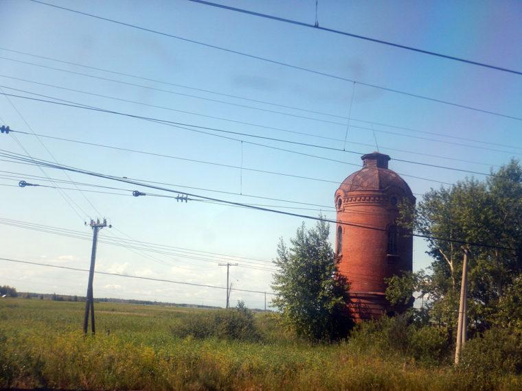 古い給水塔と思われる建物