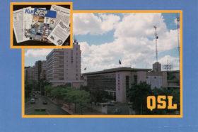 台北市仁愛路三段53号にあった中国広播公司・台北総局の局舎全景。左側億に見えるのが広播電視大廈、手前の建物にスタジオがあった。(自由中国之声のQSLカード/受信証明書)